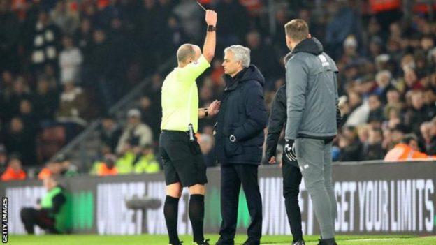 Jose Mourinho Diberi Kartu Kuning Saat Laga Southhampton vs Tottenham Hotspur, Mourinho: Saya Cuma Tak Sopan Pada Seorang Idiot (Tolol)